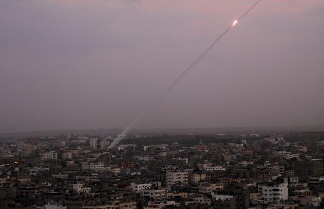 إطلاق صاروخ وانفجاره قرب السياج الفاصل شمال قطاع غزة