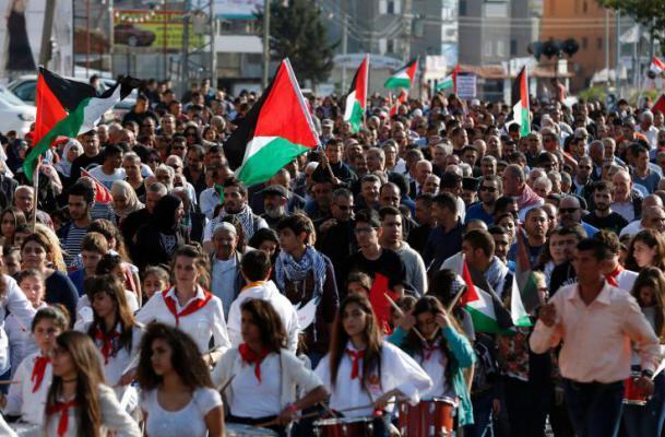 """جيش الاحتلال يقمع مسيرة """"يوم الأرض"""" على حاجز بيت ايل"""