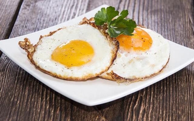 كم بيضة يجب أن نتناولها يوميا؟