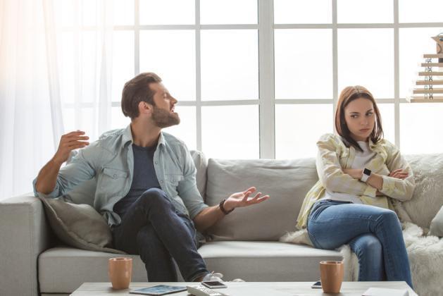 لماذا يتعامل الرجل بقسوة مع امرأة يحبها؟