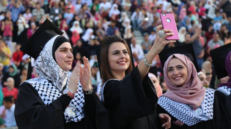 العمل تعلن موعد فتح باب التسجيل للتشغيل المؤقت في غزة