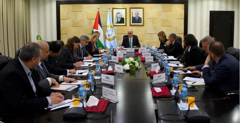 الحكومة الفلسطينية تطالب العالم بإدانة عدوان الاحتلال الهمجي بحق الأقصى