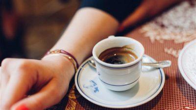 ماذا يحدث لأجسامكم عند شرب كوب من القهوة يومياً؟