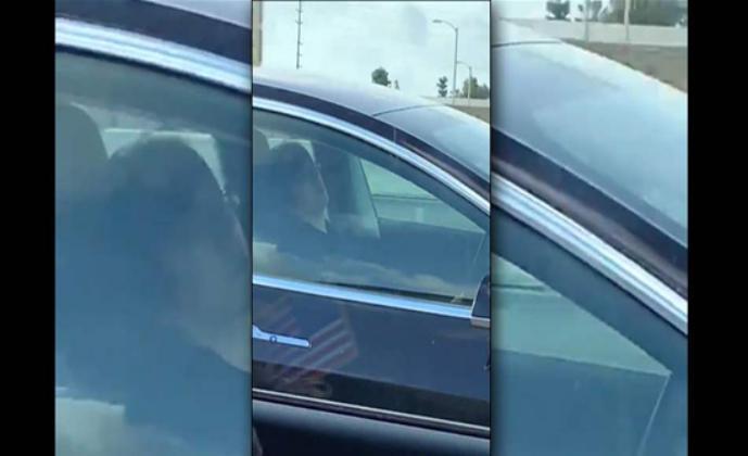 فيديو صادم.. سائق يقود وهو نائم على الطريق السريع ويصيب الجميع بالهلع!