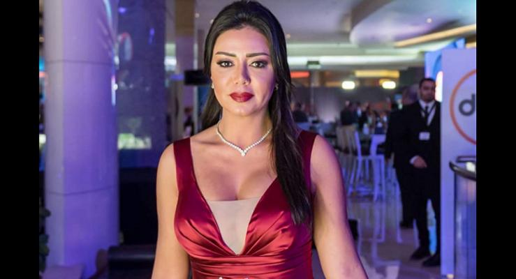 رانيا يوسف فى جلسة تصوير جديدة بفستان مثير
