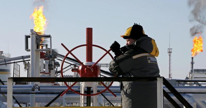 النفط يواصل التراجع من أعلى مستوياته في 2019