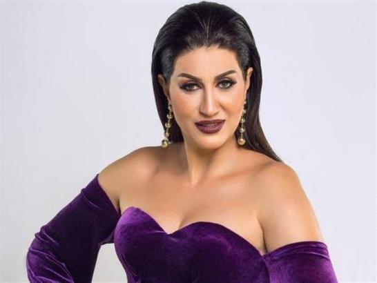 """وفاء عامر عن مشهدها الجرئ مع محمد رمضان: """"قطع إيد اللي نشره"""" (فيديو)"""