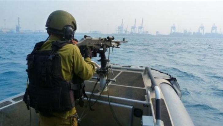زوارق الاحتلال تطارد الصيادين ببحر جنوب قطاع غزة