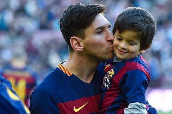 ميسي: ابني يسألني لماذا يريدون قتلك في الأرجنتين؟