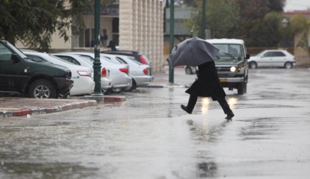 طقس اليوم : منخفض جوي مصحوب بكتلة هوائية باردة يضرب فلسطين