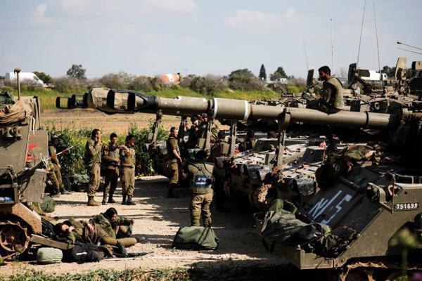 """استعدادات لـ """"مليونية الأرض والعودة"""" وحشود عسكرية إسرائيلية على حدود غزة"""