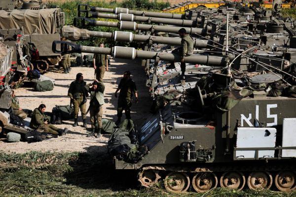 لأول مرة منذ 2014.. جيش الاحتلال يستكمل نشر بطاريات مدفعية مقابل غزة (صور)