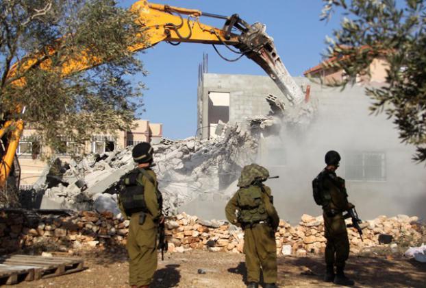 الاحتلال يهدم منزل عائلة الشهيد صالح البرغوثي برام الله