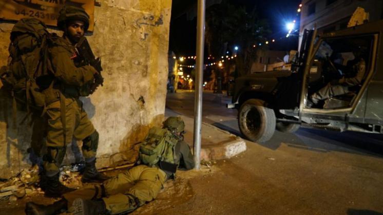 إصابة عائلة بالاختناق عقب اقتحام قوات الاحتلال مدينة جنين