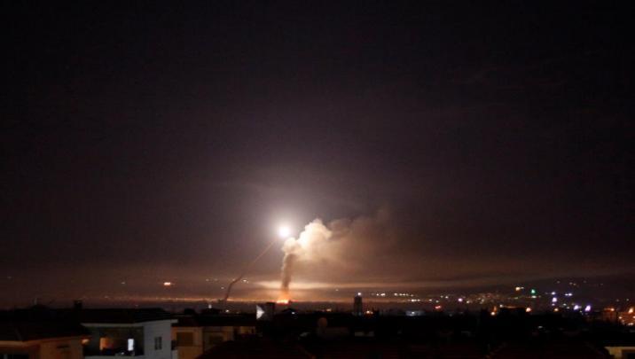"""الدفاعات السورية تتصدى لغارة """"إسرائيلية"""" على ريف حماة"""