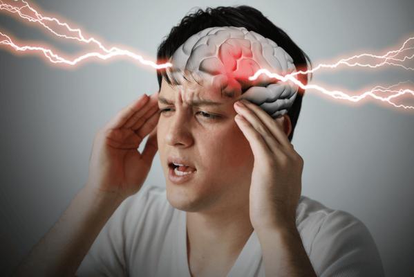 رجل يصاب بجلطة في المخ عقب 50 ساعة داخل مقهى إنترنت