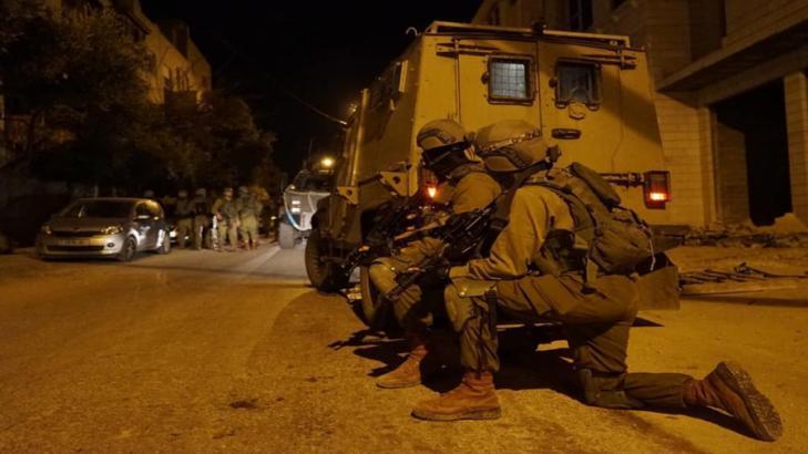 جيش الاحتلال يشن حملة اعتقالات واقتحامات واسعة في مدن الضفة المحتلة