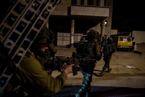 سلفيت.. جيش الاحتلال يقتحم منزل الشهيد عمر أبو ليلى في بلدة الزاوية