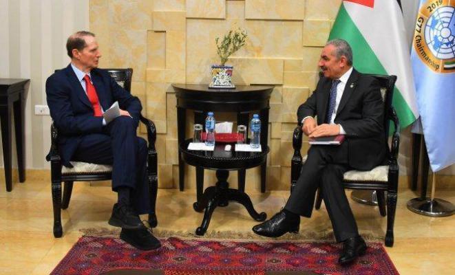 اشتية يدعو الكونغرس الأمريكي للتصويت والاعتراف بالدولة الفلسطينية