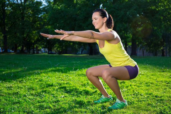 5 طرق لممارسة تمرين السكوات