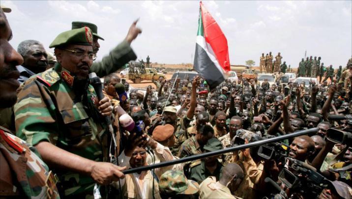 أنباء عن تنحي البشير وتسليم السلطة للجيش