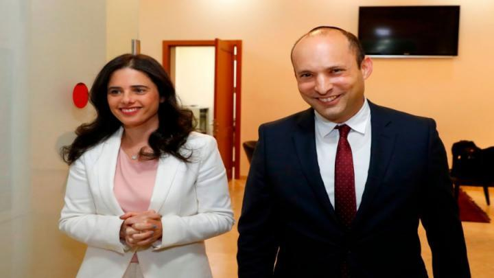 """""""اليمين الجديد"""" برئاسة بينيت وشاكيد يتجاوز نسبة الحسم"""