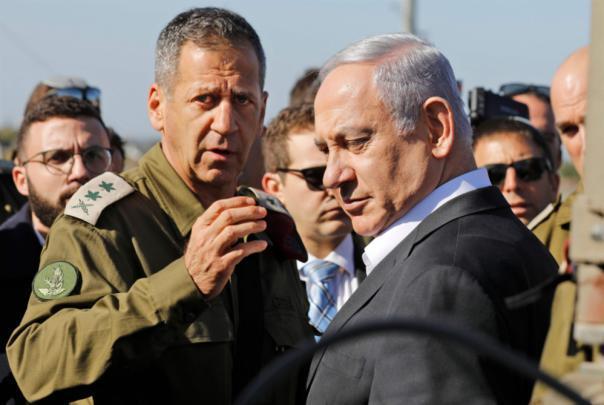 صحيفة عبرية: نتنياهو نجح بتفكيك حقل الألغام في غزة وظهر له تحد جديد بالضفة