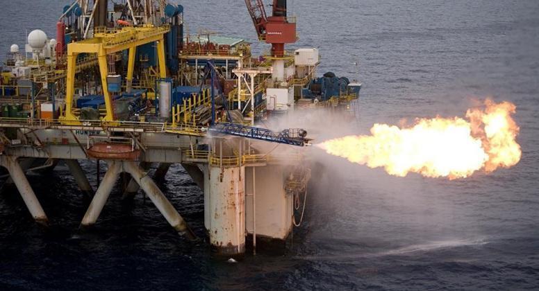 """النفط يصعد مدعوما بتخفيضات """"أوبك"""""""