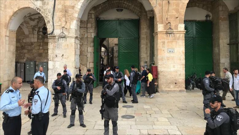 الاحتلال يعتقل 3 فتية من المسجد الأٌقصى
