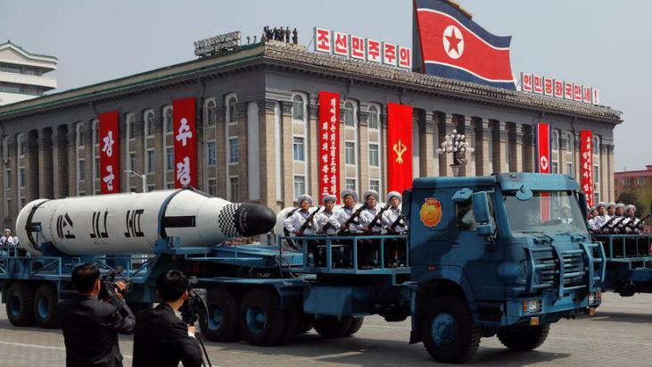 كوريا الشمالية تختبر قاذفات وأسلحة تكتيكية