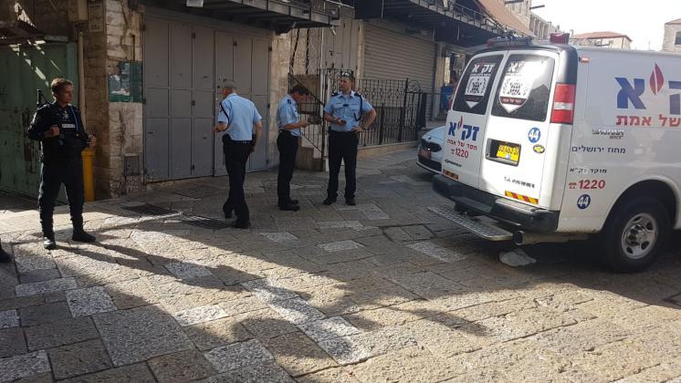 إصابة إسرائيليين بعملية طعن في القدس واعتقال المنفذ بعد اصابته