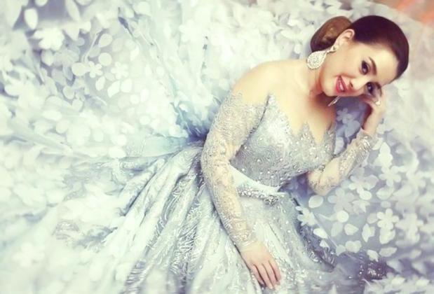 كندة علوش تعرض فستان زفافها على عمرو يوسف للبيع .. لهذا السبب