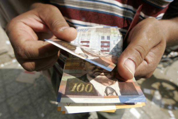 مالية غزة تعلن موعد صرف رواتب الموظفين
