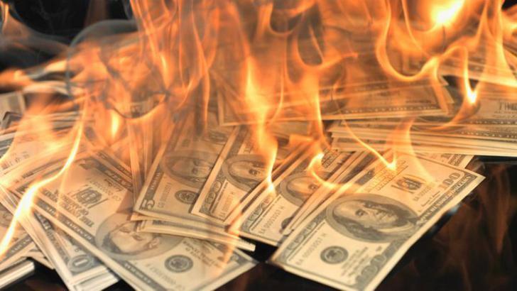 أرادت أن تفاجئه بقالب كيك.. فحرقت 44 ألف دولار أمريكي !