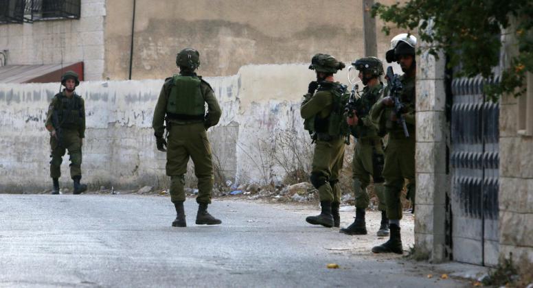 الاحتلال يعتقل شابا جنوب شرق بيت لحم