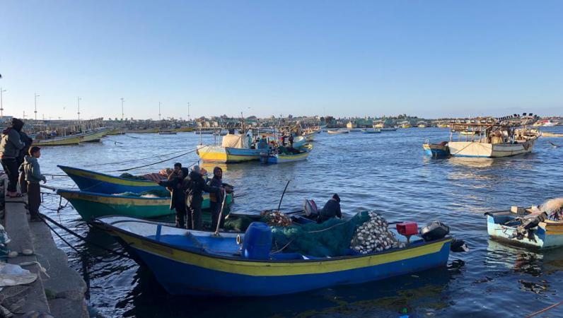 إسرائيل تتراجع عن تقليص مساحة الصيد بغزة