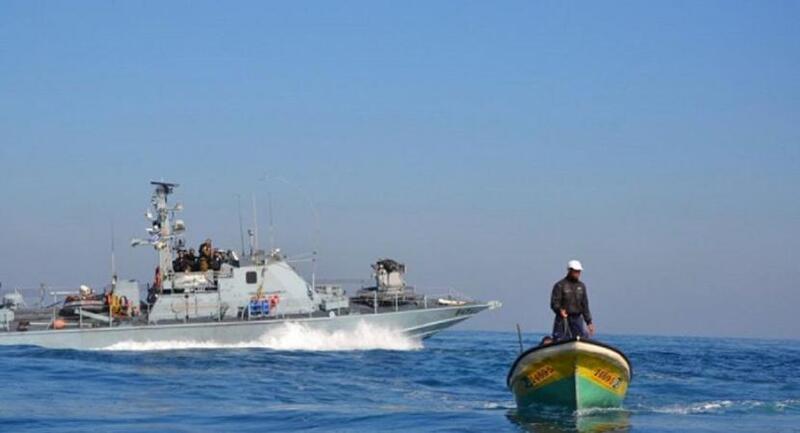 بحرية الاحتلال تصيب صيادا وتعتقل آخر في بحر رفح