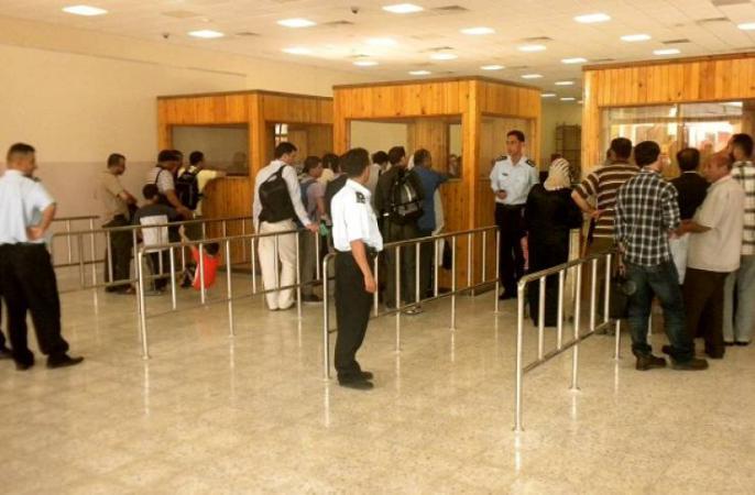 الاحتلال يمنع سفر 16 مواطنًا من معبر الكرامة
