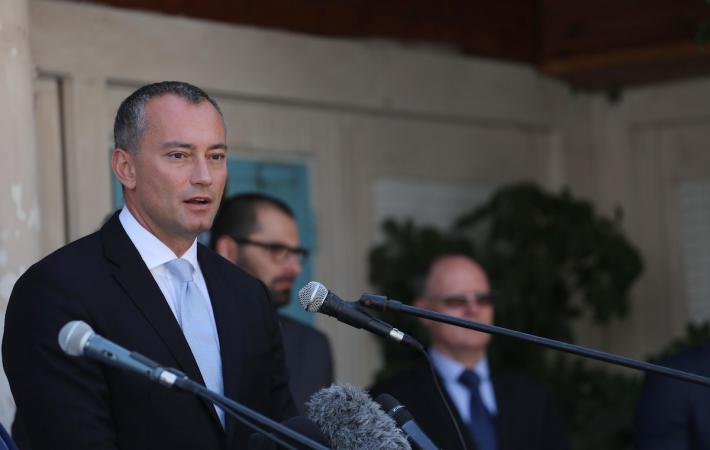 ميلادينوف يحذر من انهيار السلطة الفلسطينية نتيجة الأزمة المالية