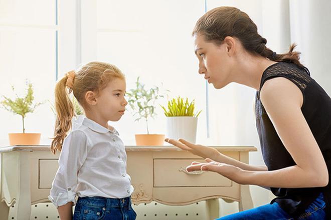 كيف تعرفين أن طفلك يكذب من خلال لغة جسده؟