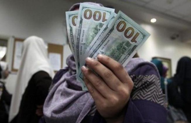 أنباء تتحدث عن موعد المنحة القطرية 100 دولار للأسر الفقيرة