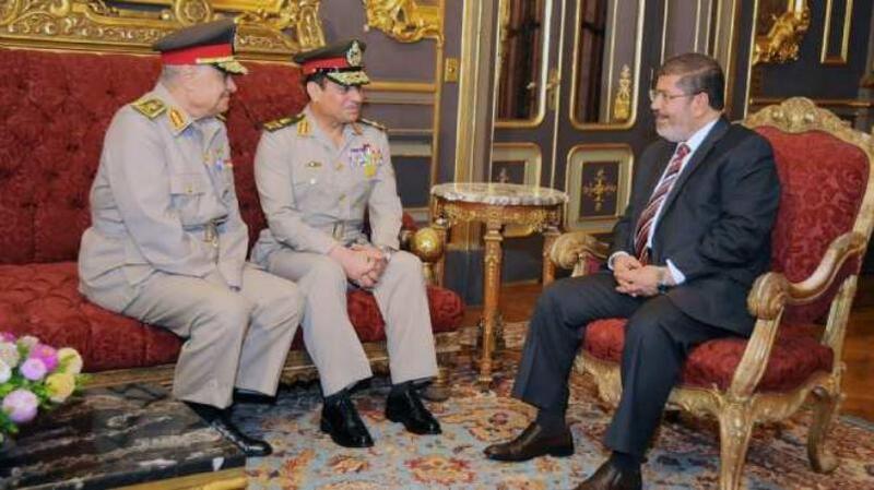 """هذا هو لغز """"الحقيبة السرية"""" التي تحدث عنها محمد مرسي قبل لحظات من وفاته"""