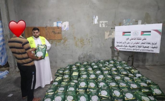 جمعية الفلاح توزع أموال الزكاة و كسوة عيد الفطر