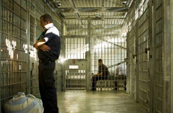 (5800) أسير في سجون الاحتلال، بينهم (46) أسيرة و(250) طفل، و (21) عربي
