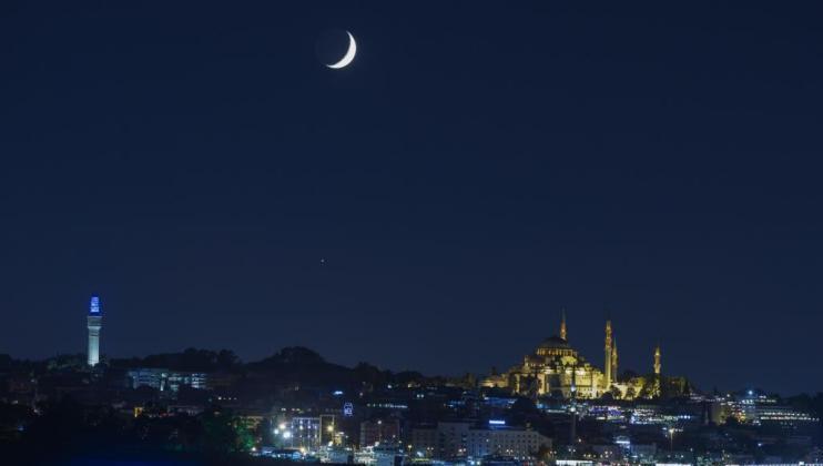 المحكمة العليا السعودية تدعو لتحري رؤية هلال شهر شوال مساء الاثنين