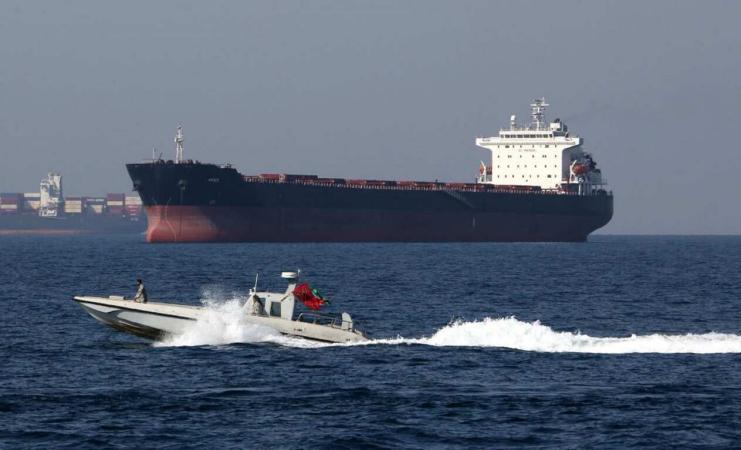 قبيل الهجوم.. طائرة أميركية رصدت زوارق إيرانية قرب ناقلتي النفط