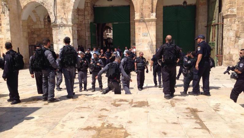 اعتقال 4 مواطنين من القدس بينهم حارس في الأقصى