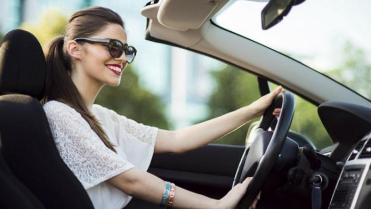 النساء افضل من الرجال بقيادة السيارات بـ4 أضعاف !
