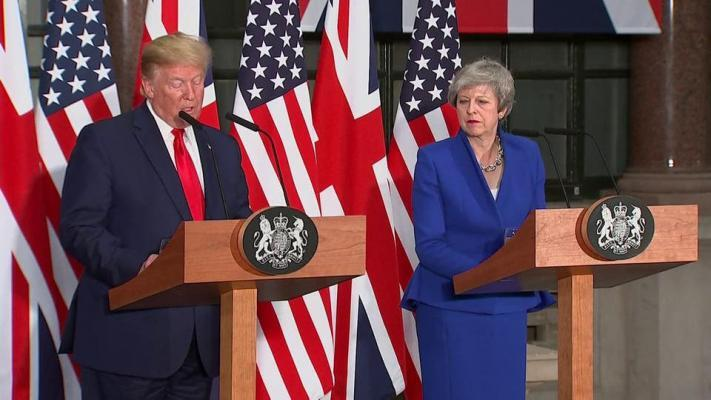 شاهد| على الهواء مباشرة.. ترامب يوبخ عمدة لندن وسط تجاهل ماي