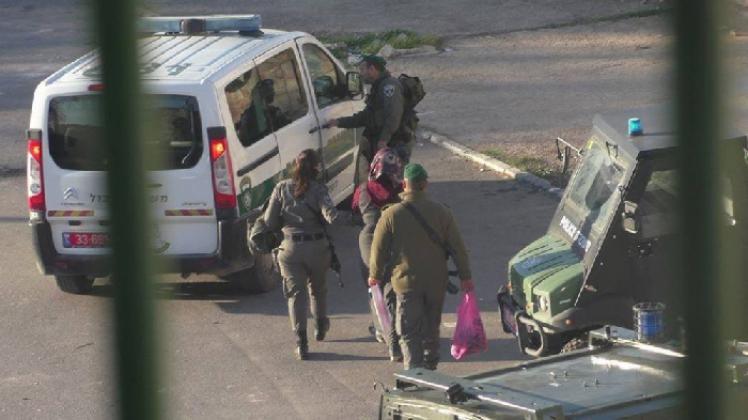 """الاحتلال يعتقل فتاة وأربعة شبان من """"جبل المكبر"""" بالقدس"""